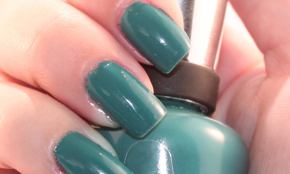 Sally Hansen Complete Salon Manicure in Plum's the Word and Fairy Teal Review and Swatches